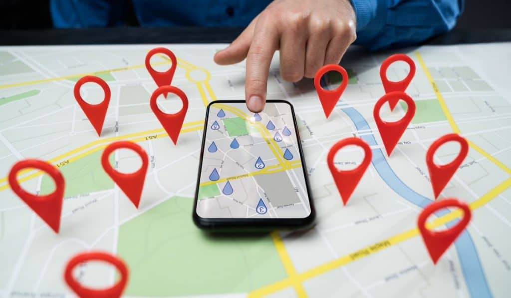 a phone and a map finding for a cheap self storage in San Francisco Bay Area